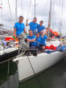 L'équipage du bateau FdS sponsorisé par Fifty Bees durant la Rolex Fasnet 2019
